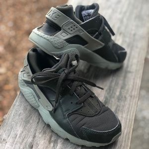 Military Green Huarache by Nike size 3